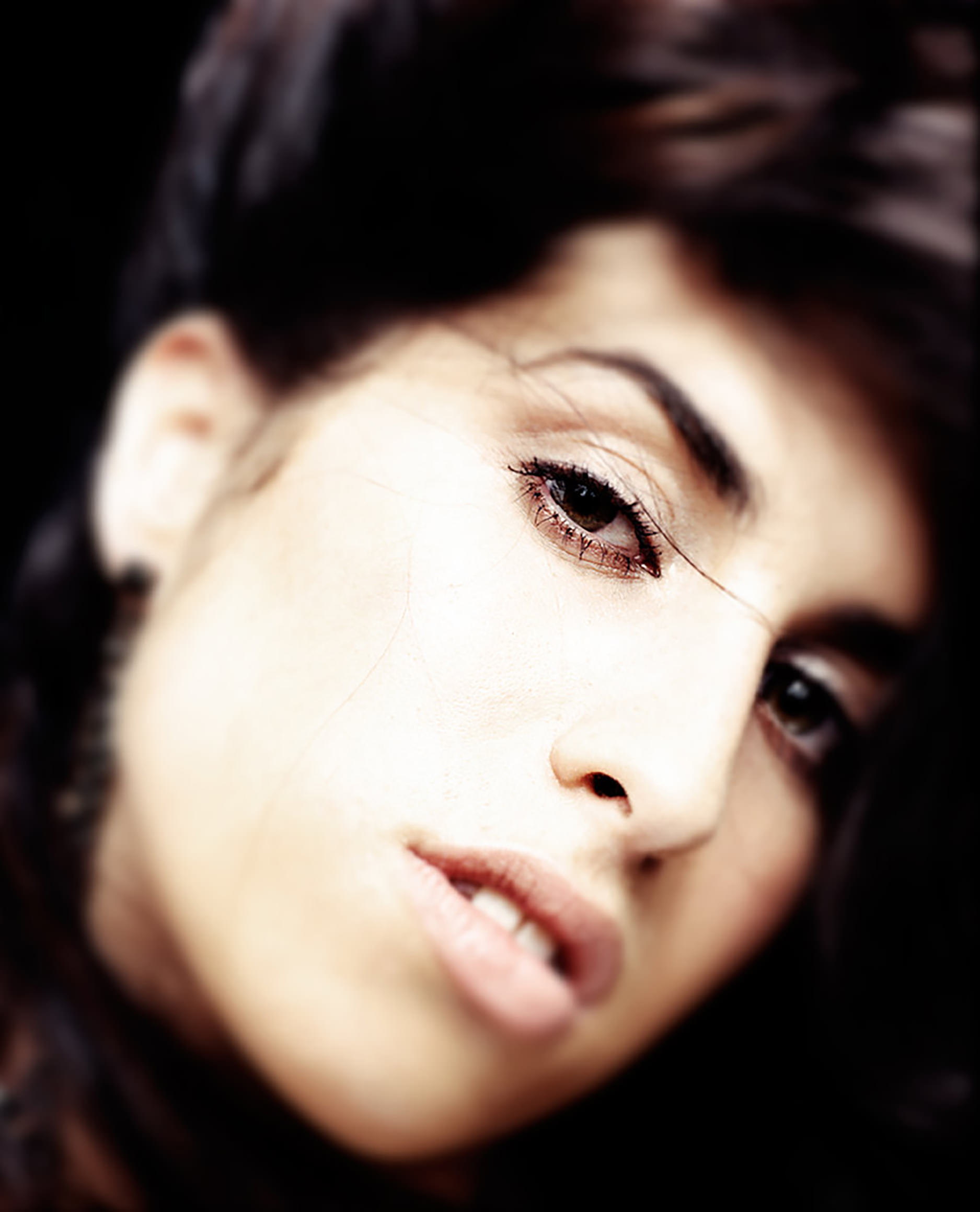57e222023c59b0220543401c_Amy-Winehouse-cr-Phil-Knott-2563-2016-billboard-1240